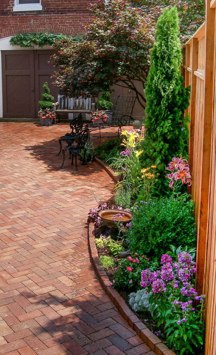 This garden has great color and a small birdbath to encourage pollinating visitors.  : Georgetown and Capitol Hill Gardens : CITYSCAPES® Landscaping Inc.