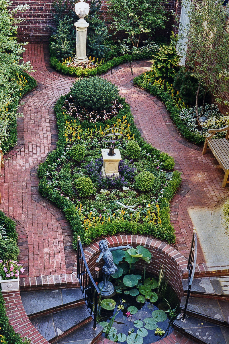 A view from above of a formal Georgetown garden. : Georgetown and Capitol Hill Gardens : CITYSCAPES® Landscaping Inc.