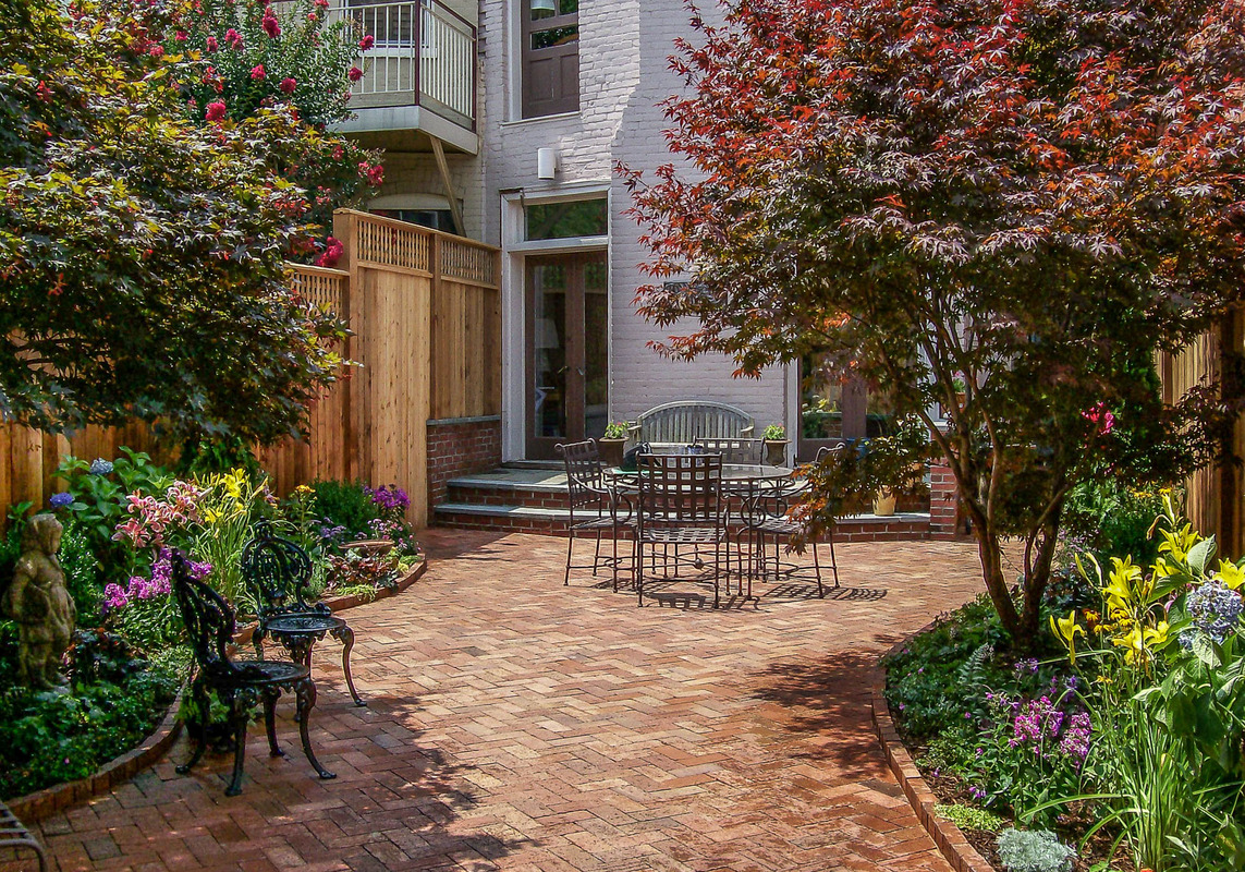 Georgetown and Capitol Hill Gardens | 21 | A patio garden with ...
