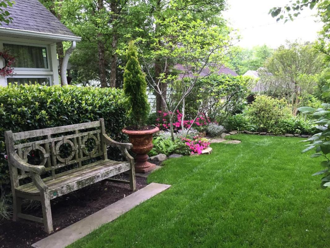 Spring has come to this front suburban garden. : Suburban Gardens : CITYSCAPES® Landscaping Inc.